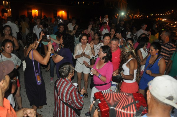 Party on the wall - the Chiva buses unite at Las Bovedas