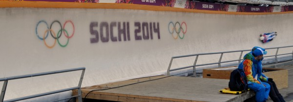 Skeleton competitor flies across the Sanki track