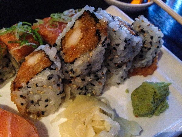 Spicy scallop roll with crunch